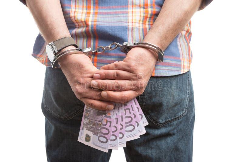 Homme tenant l'argent derrière le dos photographie stock libre de droits