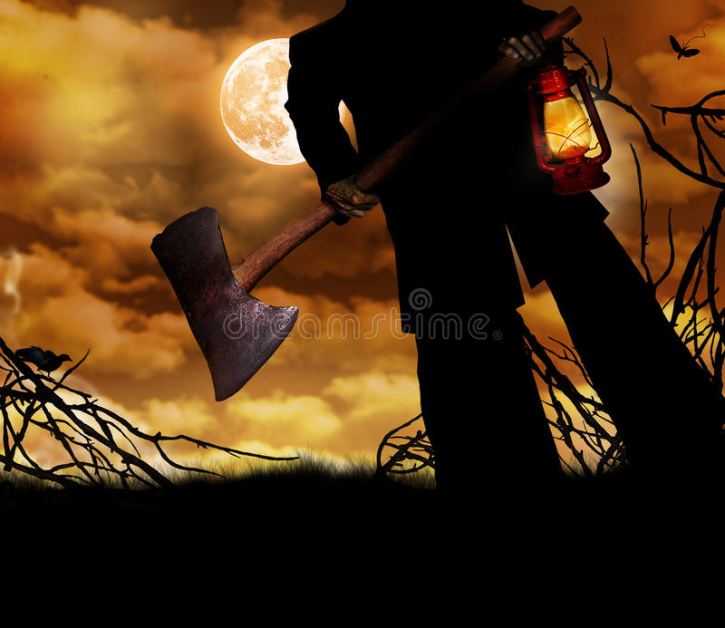 Homme tenant la hache et la lanterne photo stock