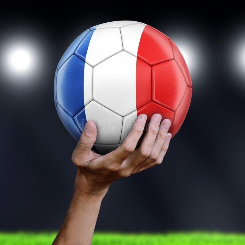 Homme tenant le ballon de football avec le drapeau français photos libres de droits