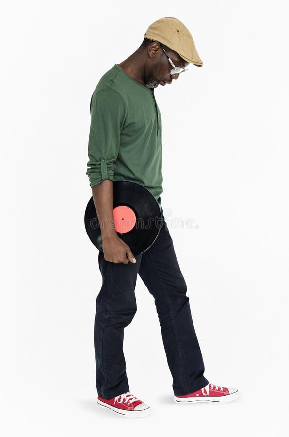 Homme tenant le rétro concept de vinyle photo libre de droits