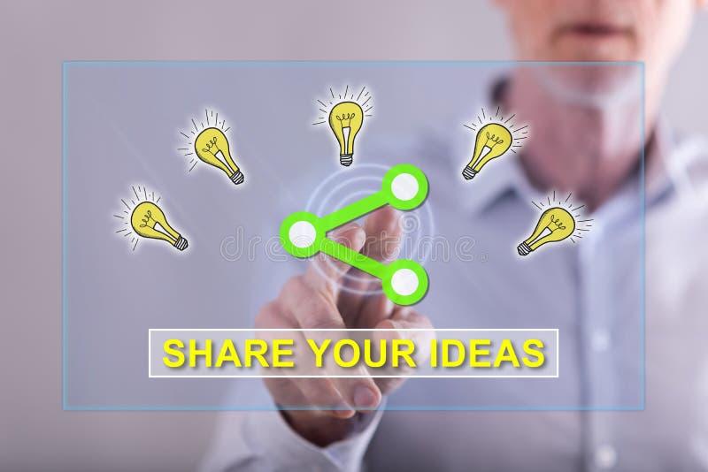 Homme touchant des idées partageant le concept images stock