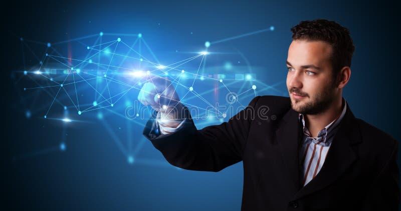 Homme touchant l'hologramme de Web photo stock