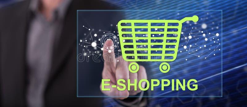 Homme touchant le concept d'achats en ligne photo stock