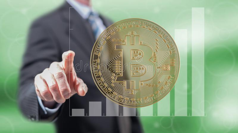 Homme touchant un concept de devise de bitcoin images stock
