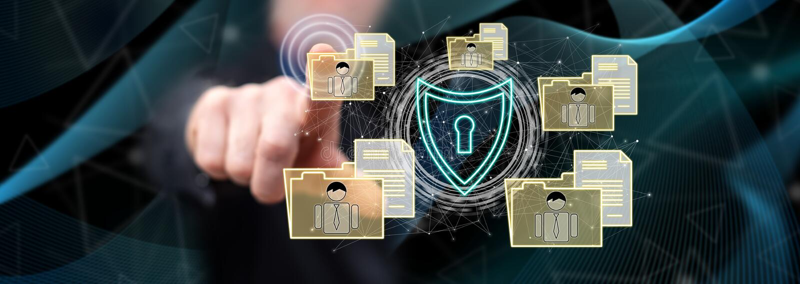 Homme touchant un concept personnel de protection des données image libre de droits