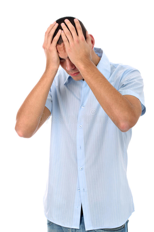 Homme triste avec des mains sur la tête d'isolement sur le blanc photo stock