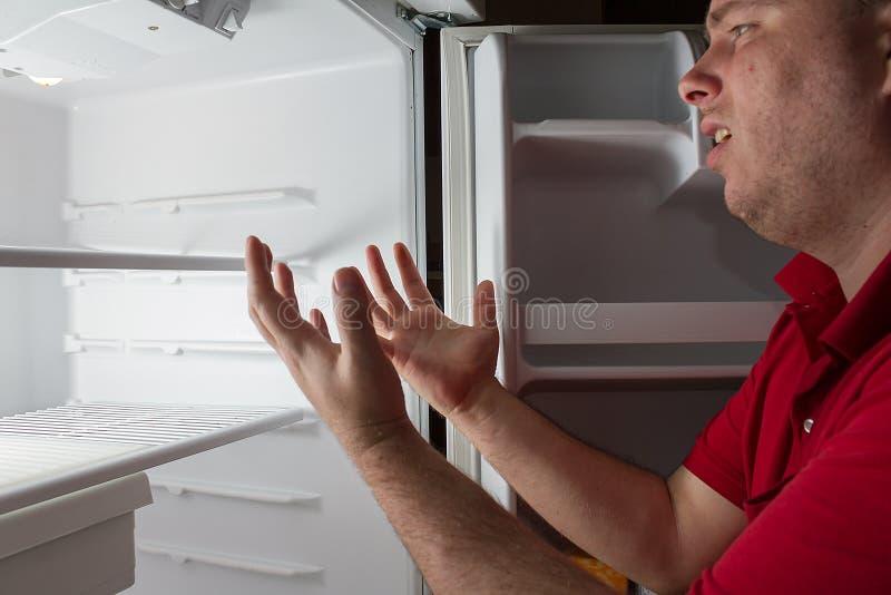 Homme triste sans la nourriture disponible photo stock