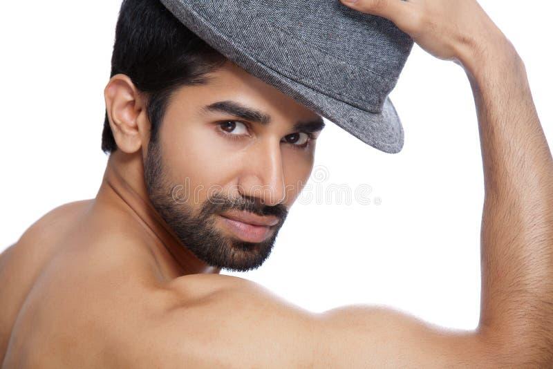 Homme utilisant un chapeau photos stock