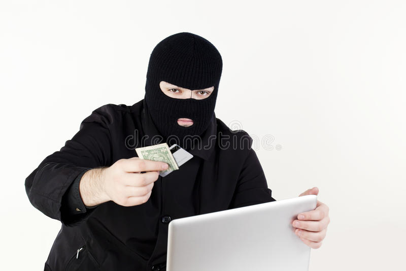 Homme volant des données d'un ordinateur portatif photo stock