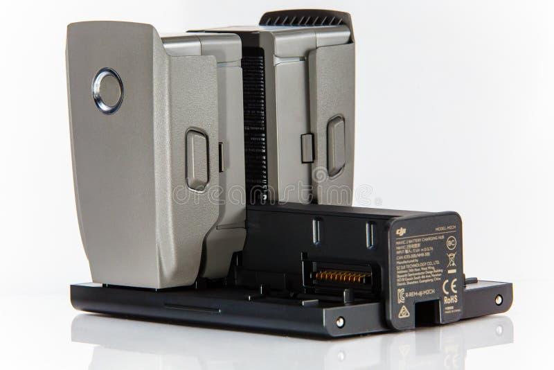 Hommel het laden puntenclose-up Mavic 2 probatterijen en hub stock afbeelding