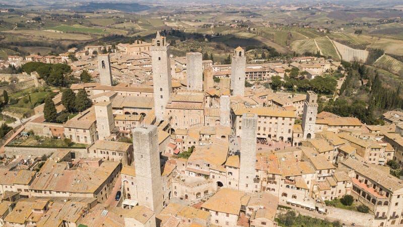 Hommel luchtlandschap van het prachtige dorp van San Gimignano Een Unesco-werelderfenis Toscanië, Italië stock afbeeldingen