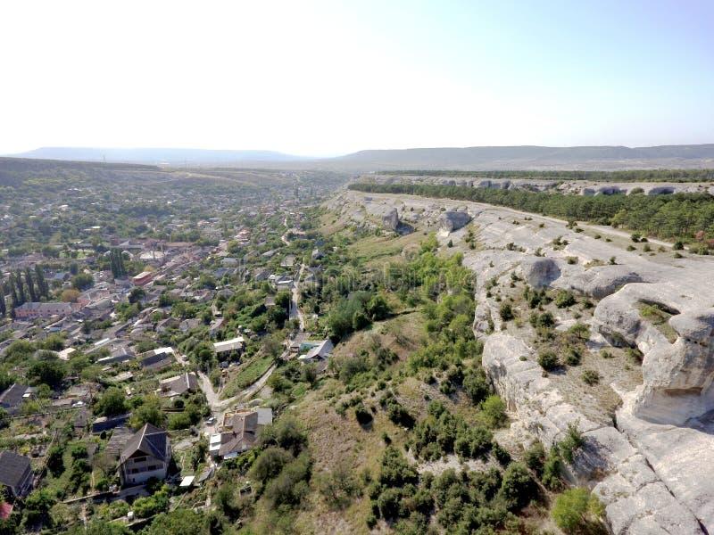 Hommel luchtmening van de klippen dichtbij Bakhchysarai, de Krim royalty-vrije stock afbeelding