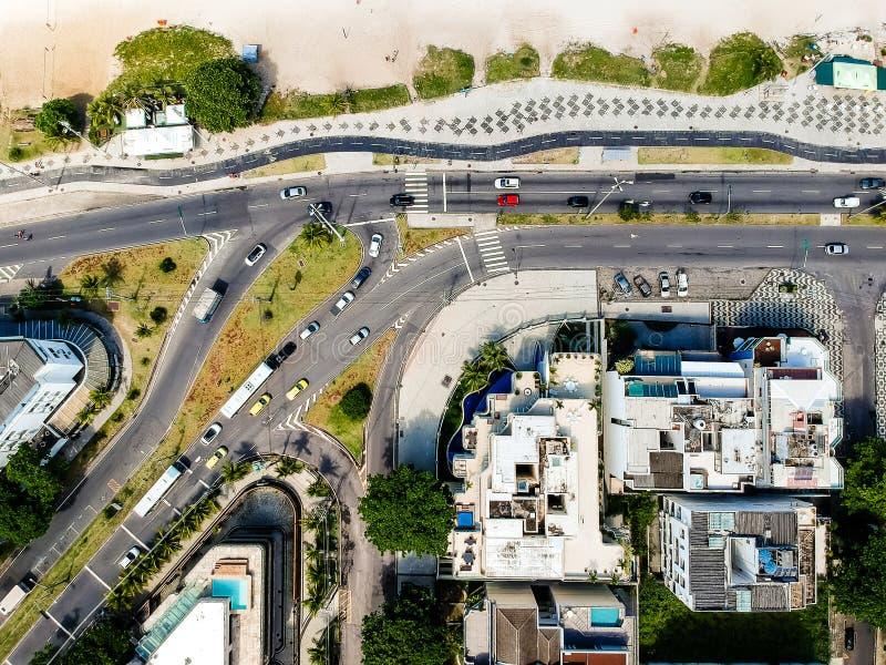 Hommelfoto van Pepe-strandpromenade en Lucio Costa-straat, Rio de Janeiro royalty-vrije stock fotografie