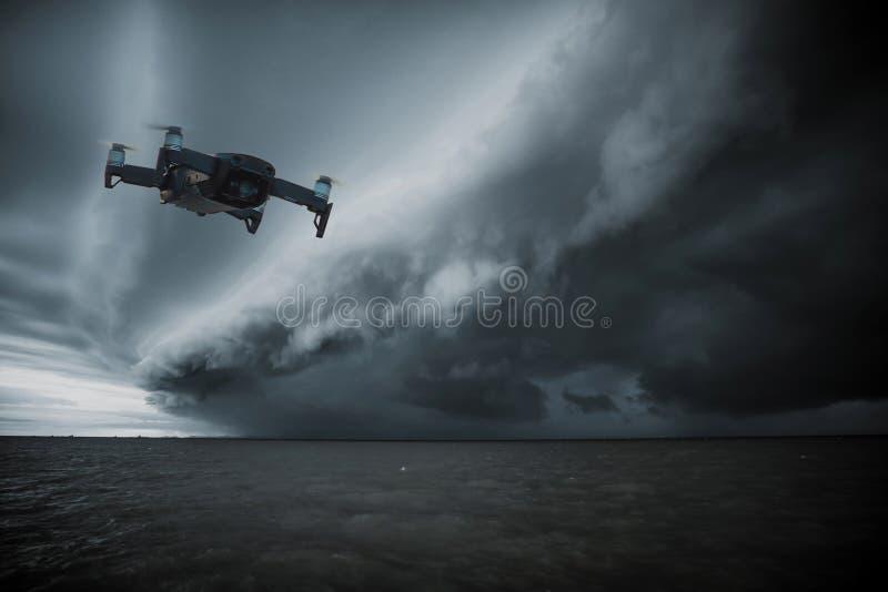 Hommelhelikopter die met D vliegen royalty-vrije stock foto