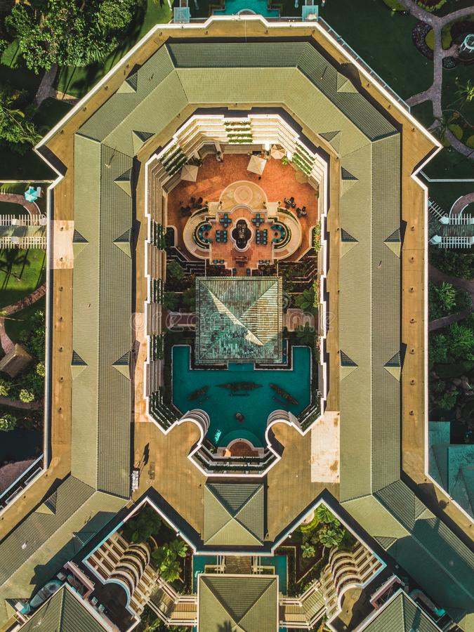 Hommeltop down mening van een openluchtgebouw royalty-vrije stock afbeelding