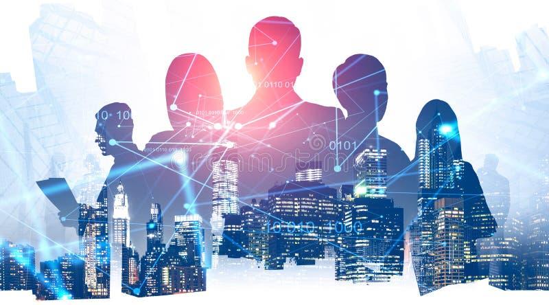 Hommes d'affaires dans la ville, interface num?rique image libre de droits