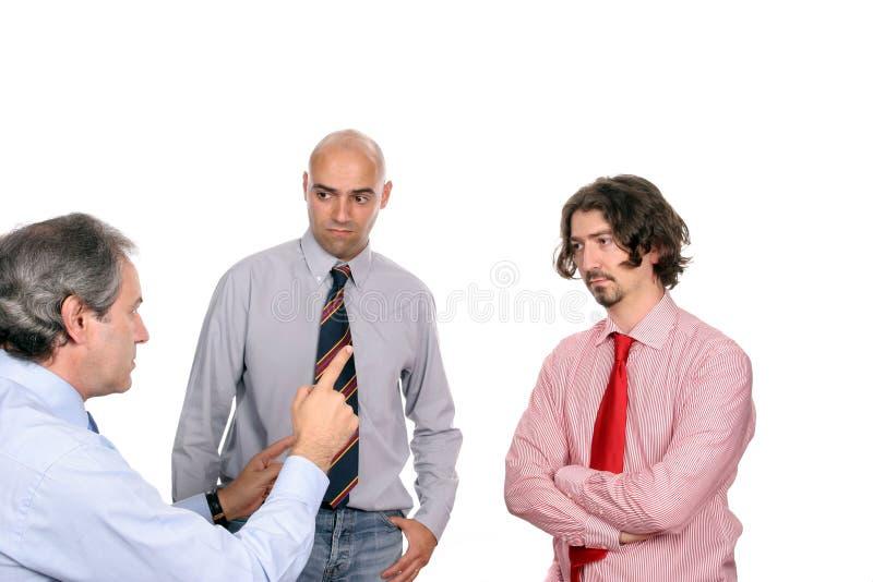 Hommes d'affaires discutant le projet neuf photos stock