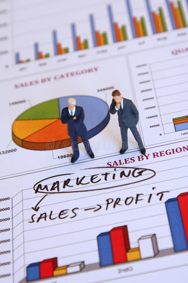 Hommes d'affaires et vente photographie stock