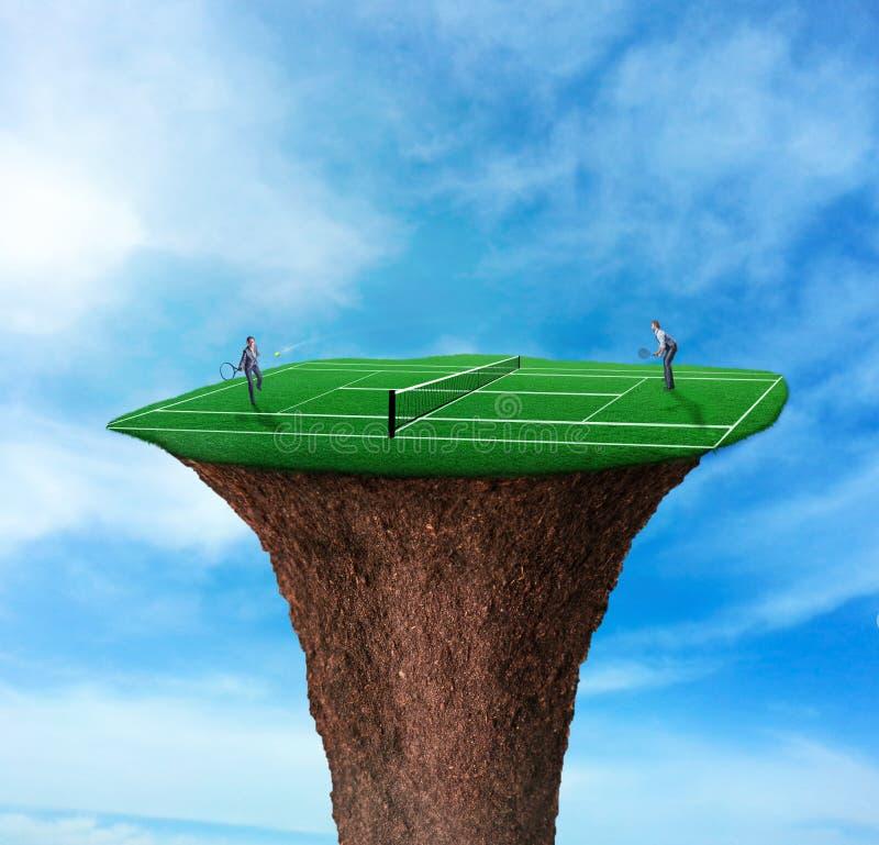 Hommes d'affaires jouant le tennis illustration de vecteur