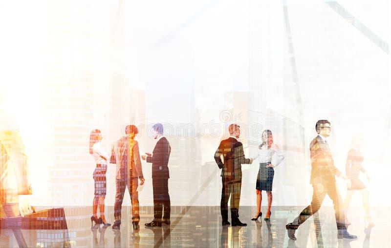 Hommes d'affaires se réunissant dans le bureau illustration de vecteur