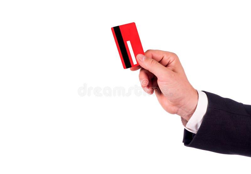 Hommes d'affaires tenant la carte de crédit La main dans le costume noir donne une carte de crédit rouge vierge Fin vers le haut  photos libres de droits