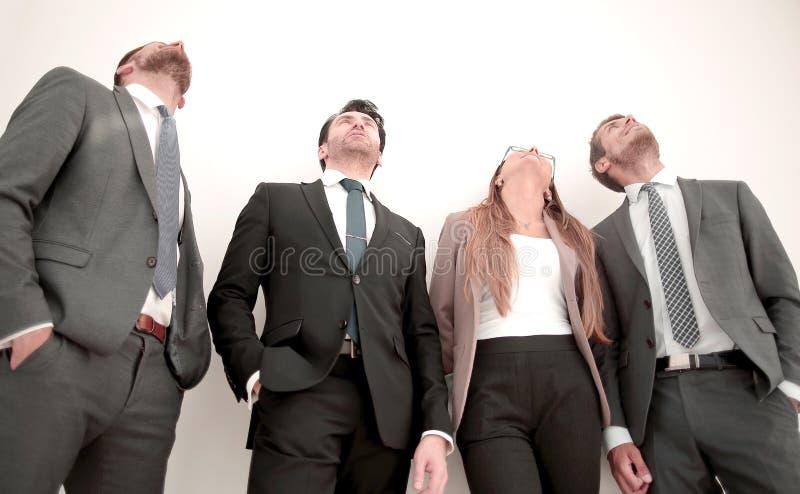 Hommes d'une femme trois dans des costumes se tenant dans une rangée photo stock