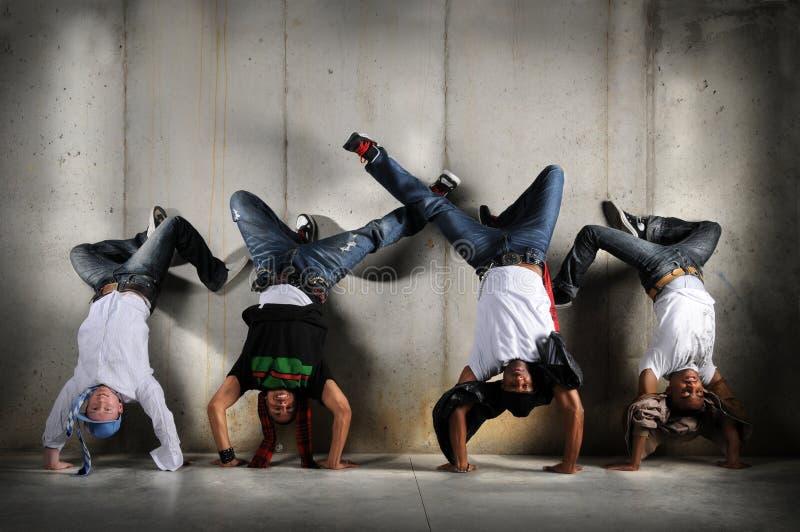Hommes de Hip Hop sur le Handstand photographie stock libre de droits