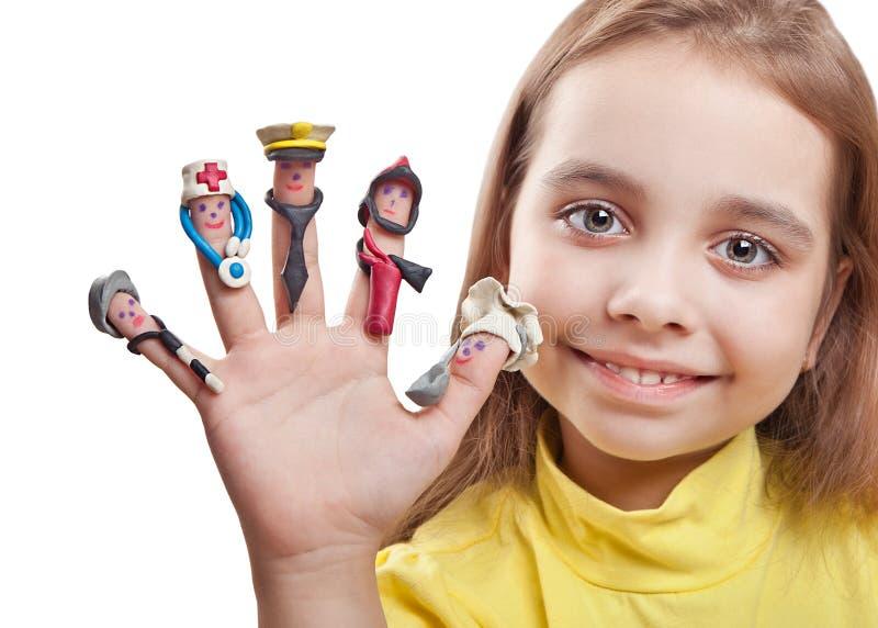 Hommes dessinés sur les doigts avec des accessoires d'argile photo stock