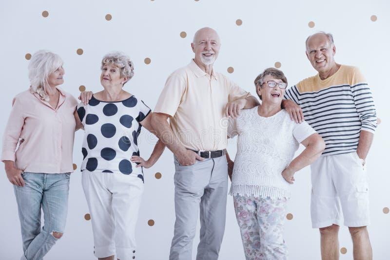 Hommes et femmes pluss âgé de sourire photo libre de droits