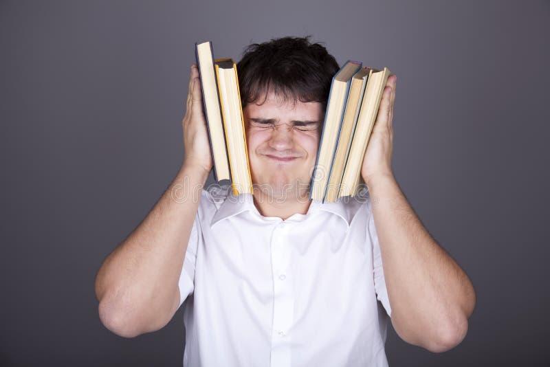 Hommes fatigués avec des livres. photographie stock