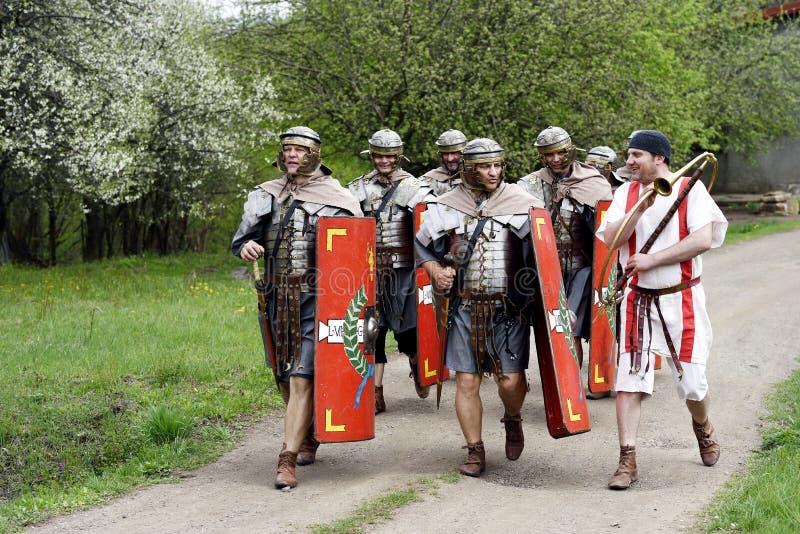 Hommes habillés comme Roman Centurions image libre de droits