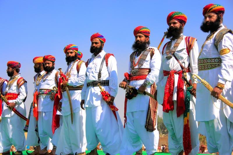 Hommes indiens dans la robe traditionnelle participant au competi de M. Desert photographie stock libre de droits