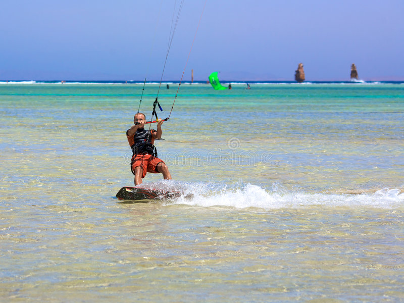 hommes kiting photographie stock