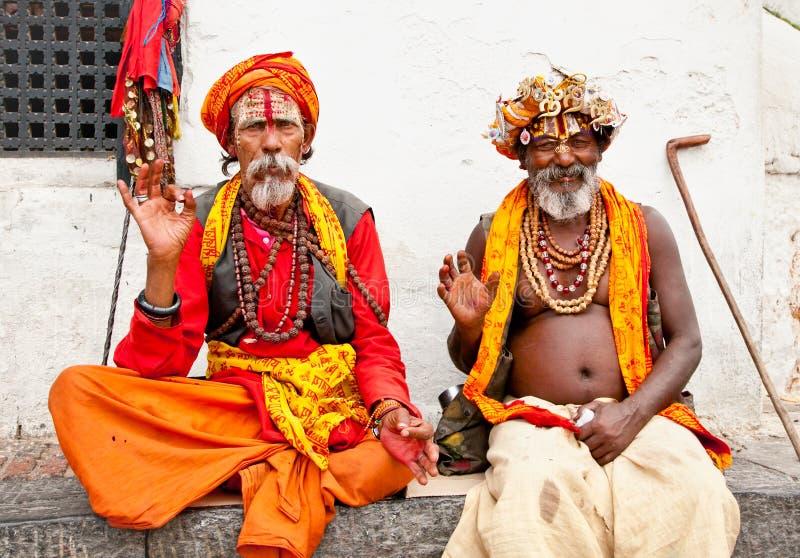Hommes saints de Sadhu avec le visage peint traditionnel, bénissant dans Pashup photo libre de droits