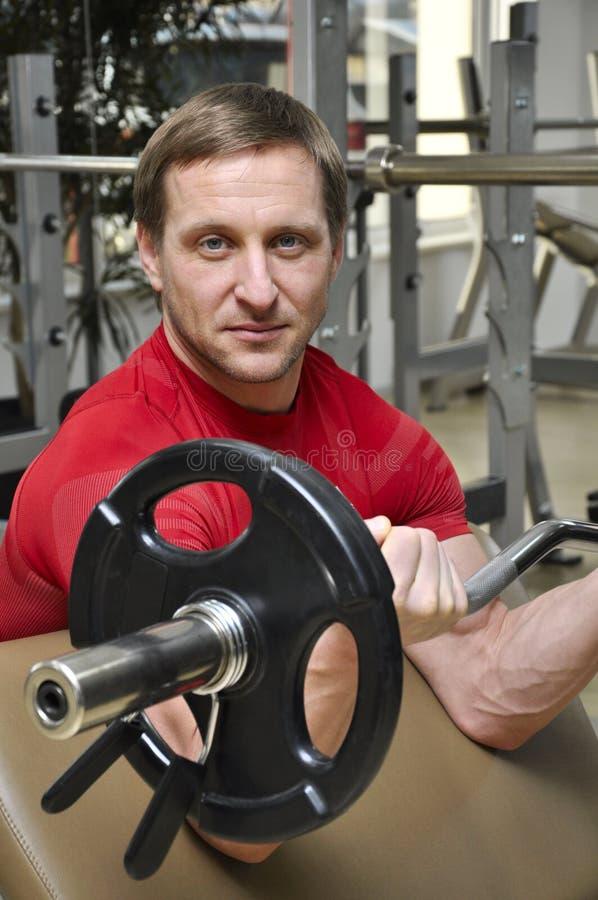 Hommes soulevant des poids photographie stock