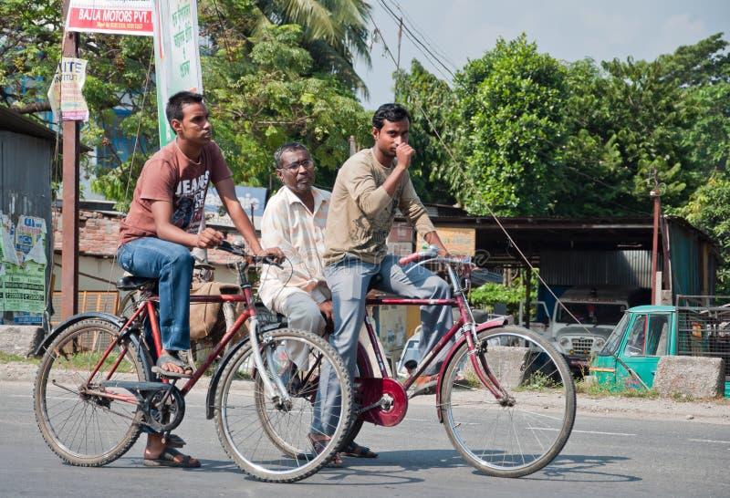 Hommes sur le bycicle images libres de droits