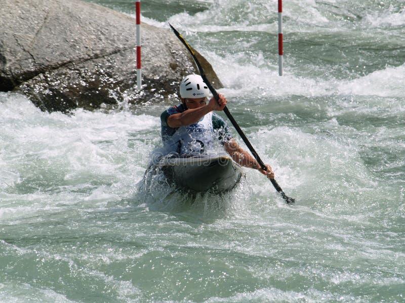 Hommes sur un kayak photo stock