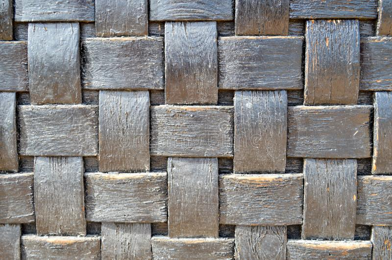 Homogêneo decorativo dimensional interior de vime velho velho da textura quadriculado de madeira convexa escura quadriculado da g fotografia de stock royalty free