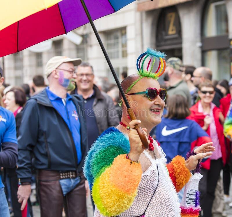 2019: Homoseksualista uczęszcza Gay Pride paradę także znać jako Christopher dnia Uliczny CSD w wyśmienitym tęcza kostiumu, Monac zdjęcie royalty free