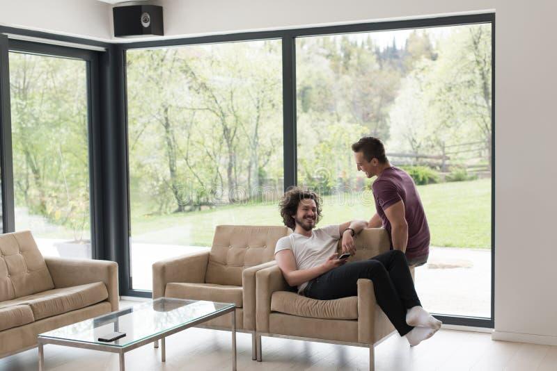 Homoseksualny pary miłości domu pojęcie obraz stock