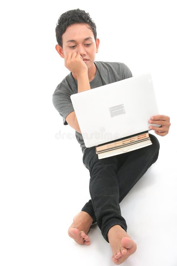 Homosexual con el laptoop fotos de archivo
