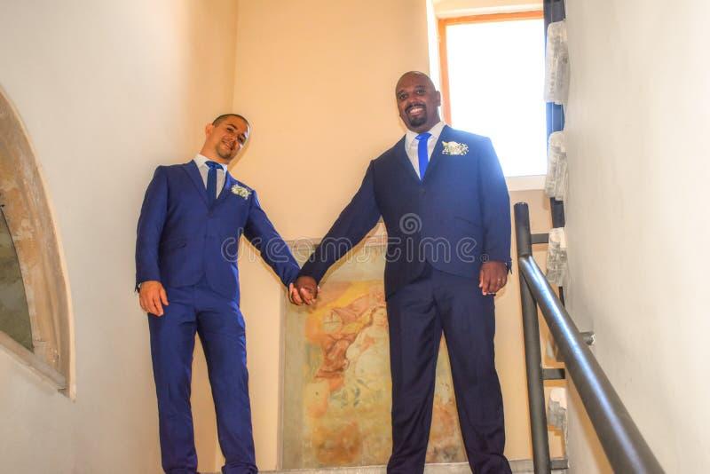 Homosexuelle heiratende Paare LGBT lizenzfreie stockfotografie