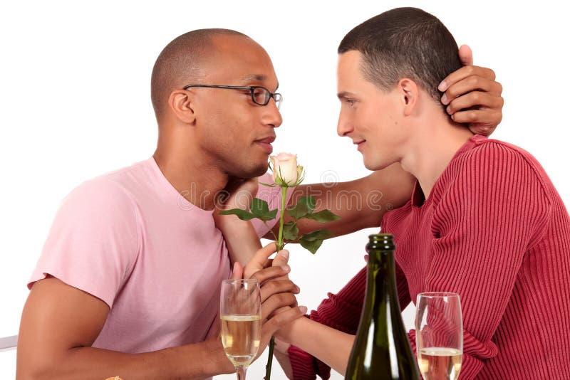 Homosexueller Paar-Valentinsgruß der MischEthnie lizenzfreies stockbild