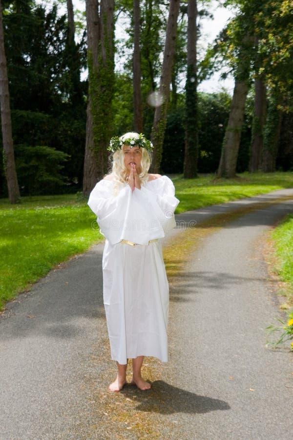 Hon önskar att vara en ängel royaltyfri fotografi