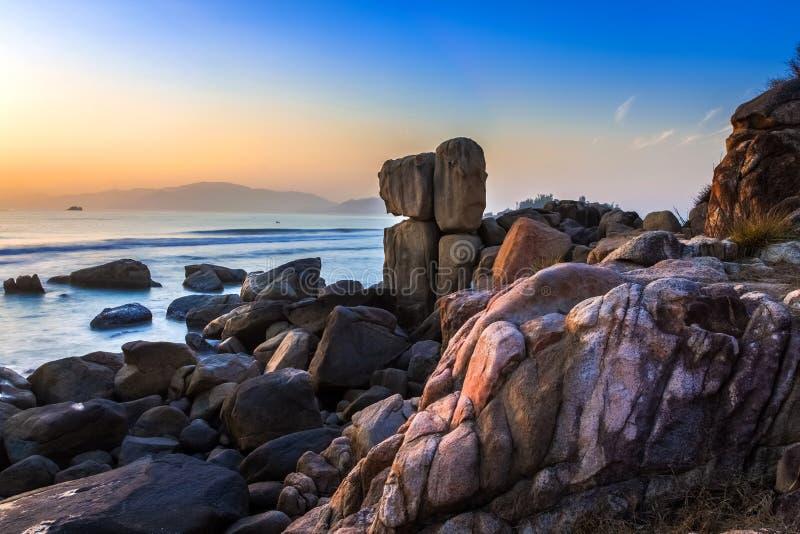 Hon Chong Promontory, ein populärer Standort für Touristen, die Stadt Nha Trang besichtigen, Khanh Hoa, Vietnam, ist bei Sonnenau stockbild