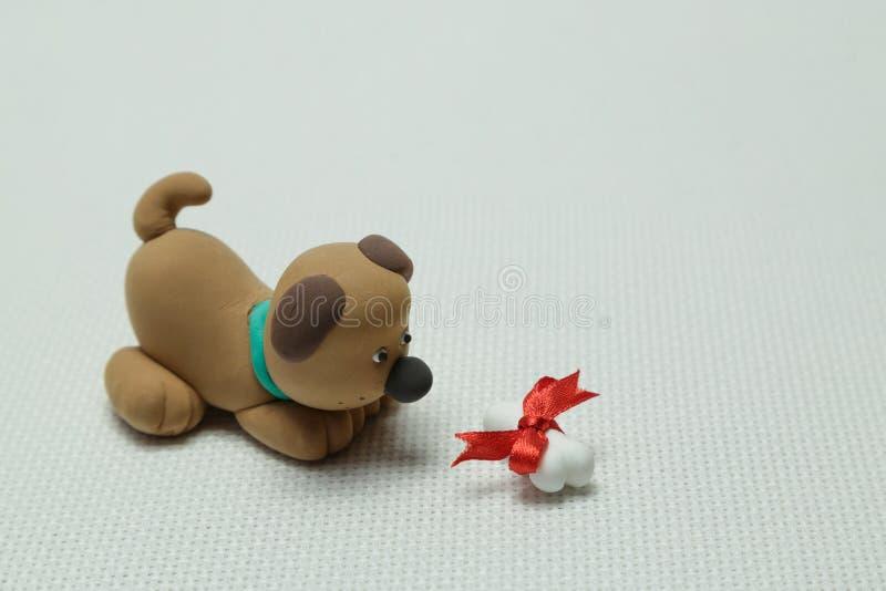 Hond en een been door een band wordt verbonden die royalty-vrije stock afbeeldingen