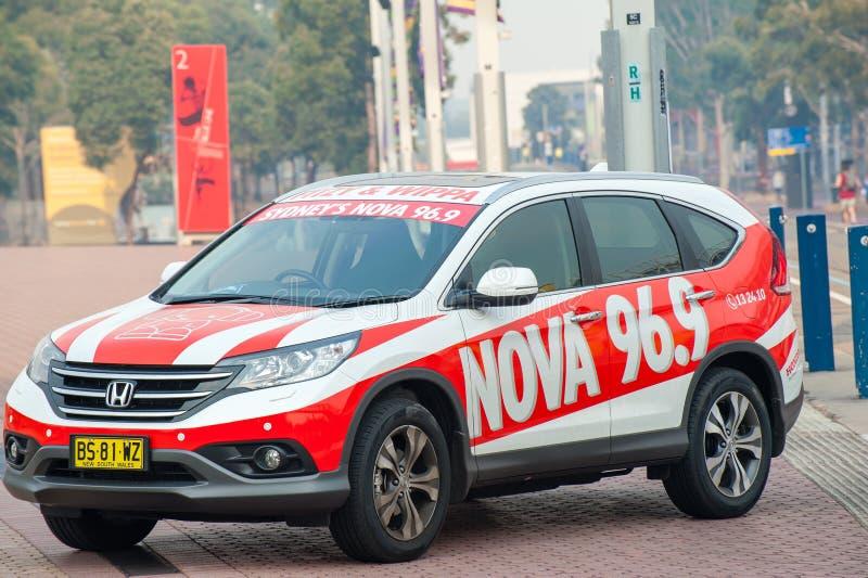 Honda-auto met signage voor een radiostation van Sydney, Nova 96 9 geparkeerd bij een pret lopende gebeurtenis royalty-vrije stock foto