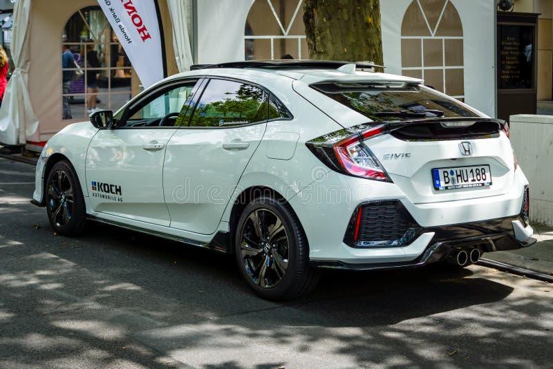 Honda Civic 1,5 för kompakt bil sport plus, 2017 isolated rear view white royaltyfria bilder