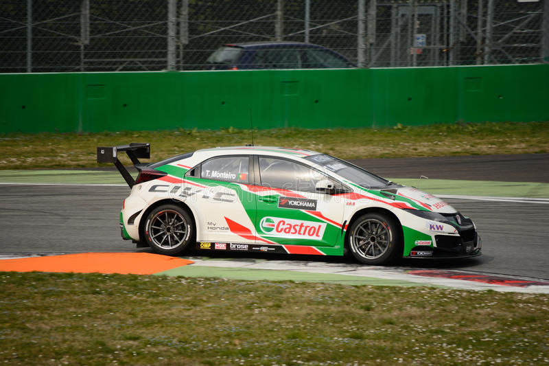 honda-civic-wtcc-car-monza-castrol-world-touring-team-testing-tiago-monteiro-autodromo-nazionale-89374643.jpg