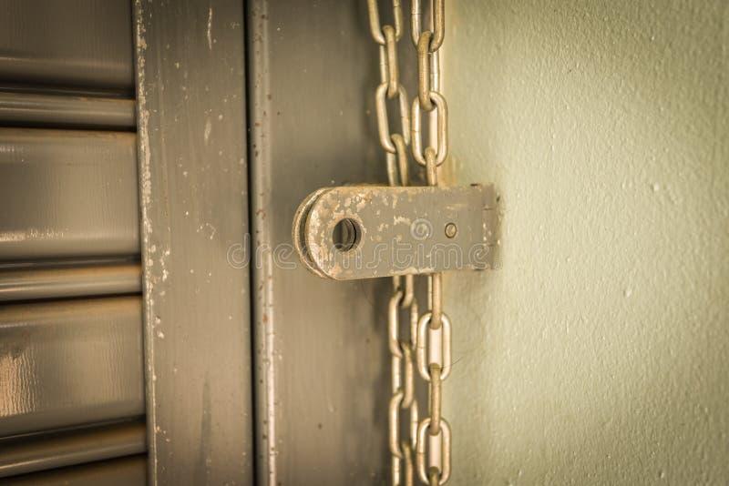 Honda de cadena de acero de cadena de puerta fotografía de archivo